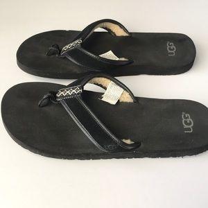 2bcfbd066a5 Ugg Jesse borrego black thong sandals sz 12